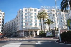 Two bedroom apartment near the Martinez Hotel, Apartmány  Cannes - big - 17