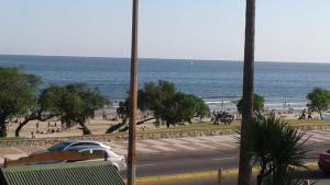 Balcony into Buceo Beach, Apartmány  Montevideo - big - 58