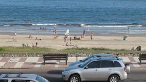 Balcony into Buceo Beach, Ferienwohnungen  Montevideo - big - 59