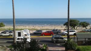 Balcony into Buceo Beach, Apartmány  Montevideo - big - 60