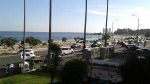 Balcony into Buceo Beach, Apartmány  Montevideo - big - 61