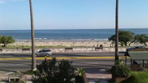 Balcony into Buceo Beach, Апартаменты  Монтевидео - big - 1