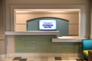 Cedar Point's Express Hotel, Отели  Сандаски - big - 29