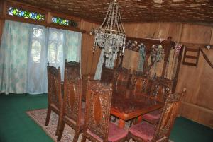 Kashmir View Houseboat, Отели  Сринагар - big - 27