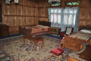 Kashmir View Houseboat, Отели  Сринагар - big - 26