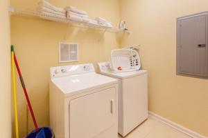Cayview Three-Bedroom Apartment 235, Apartmány  Orlando - big - 44