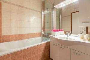 Leona & Borna's Central Lapad Suites, Appartamenti  Dubrovnik - big - 63