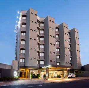 . Max Plaza Hotel