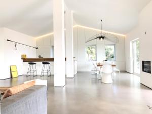 Modern Minimalist Villa - AbcAlberghi.com