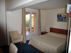 Location gîte, chambres d'hotes Hôtel le Rocher dans le département Var 83