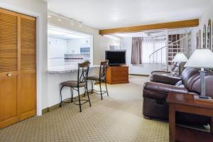 Ramada by Wyndham Ely, Hotels  Ely - big - 22