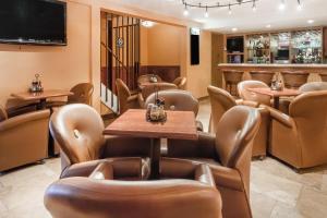 Ramada by Wyndham Ely, Hotels  Ely - big - 20