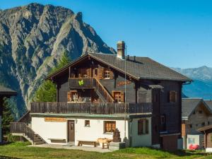 Gruppenhaus im Walliser Alpstyle - Accommodation - Rosswald
