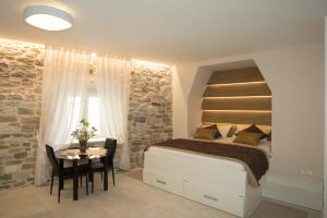 Situs Residence - Split