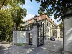 Schlosshotel Berlin by Patrick..
