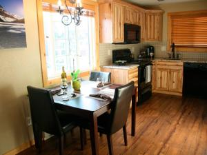 Montana Style Downtown Condo, Apartments - Whitefish