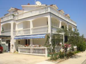 Apartments & Rooms Tereza