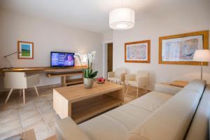 Villa Delta Suites House