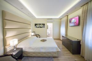 Grand Lakes Rooms, Vendégházak  Jezerce - big - 5