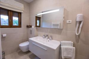 Grand Lakes Rooms, Vendégházak  Jezerce - big - 14