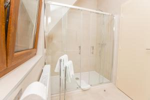 Grand Lakes Rooms, Vendégházak  Jezerce - big - 12
