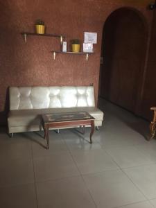 Мини-гостиница 21 век, Артем