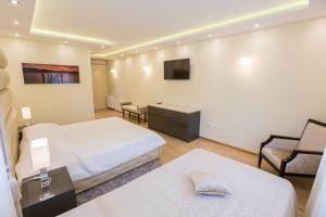 Grand Lakes Rooms, Vendégházak  Jezerce - big - 35