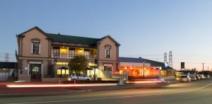 Racecourse Hotel and Motor Lodge