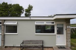 3 Sandown Bay Holiday Centre, Chalets  Sandown - big - 1