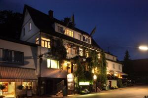 Landgasthof - Hotel Dorflinde - Güttersbach