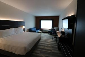 Holiday Inn Express & Suites - Coffeyville