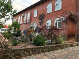 Guesthouse Saksonia, Pensionen  Goryachiy Klyuch - big - 1