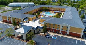 Cedar Point's Express Hotel, Отели  Сандаски - big - 41