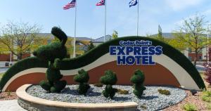 Cedar Point's Express Hotel, Отели  Сандаски - big - 38