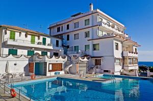 Hotel Ariston Montecarlo - AbcAlberghi.com
