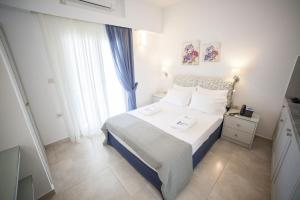 Economy Double Room with Balcony and Sea View