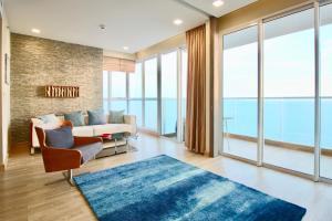 obrázek - Dasiri Cetus 2BR Beachfront Condo 45th Floor