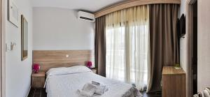 Deluxe Double Room with Balcony and Mountain View