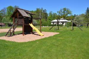 Recreation Center Brūveri, Комплексы для отдыха с коттеджами/бунгало  Сигулда - big - 64