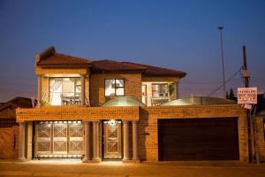 Ekuthuleni Guest House - Soweto, Penzióny  Johannesburg - big - 36