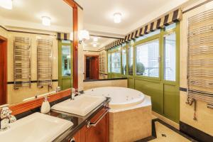 Grand Apartments Blue Marlin Luxury Apartments