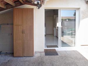 Apartment Rue Bel air, Apartments  Arès - big - 14