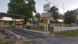 36 West Motel and Rv Park, Motels  Cross Plains - big - 1