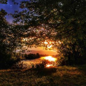 River Bank Pannonian Cottage & Garden