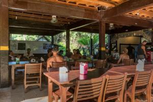 G-Land Joyo's Surf Camp, Гостевые дома  Баньюванги - big - 27