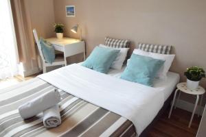Blooms Inn & Apartments