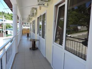 Guest House Ostrov Sokrovishch, Гостевые дома  Лоо - big - 145