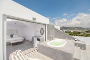 The Saint Vlassis, Hotels  Naxos Chora - big - 135