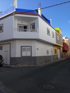 Apartamento sol y sombra, Vecindario