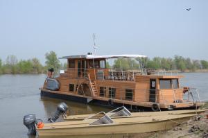 Zarya Yacht - Olya